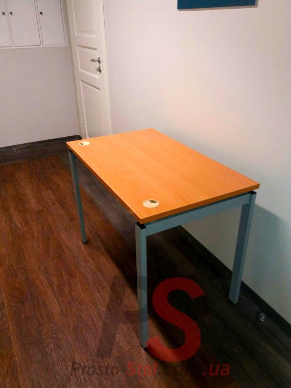 Стол офисный на металлическом каркасе